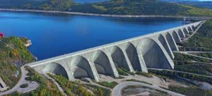 Daniel-Johnson dam photo 1